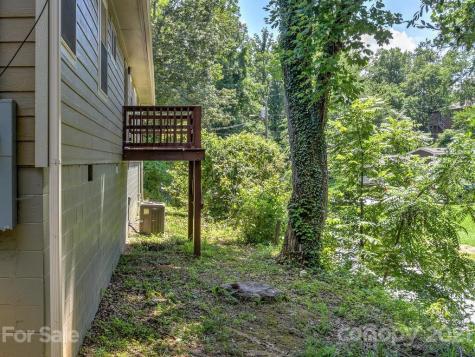 16 Woodstock Lane Asheville NC 28806