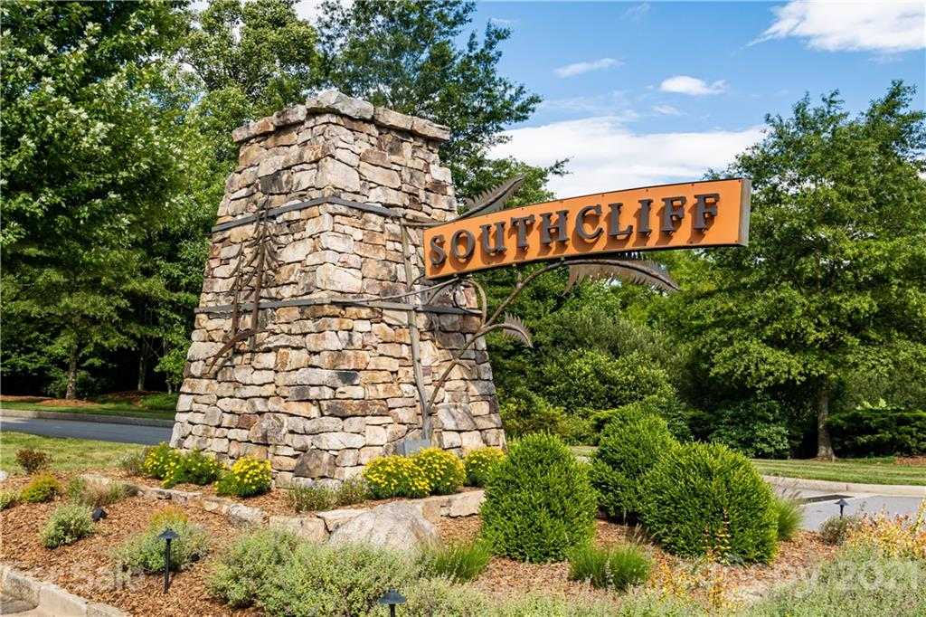 498 Southcliff Parkway Fairview NC 28730