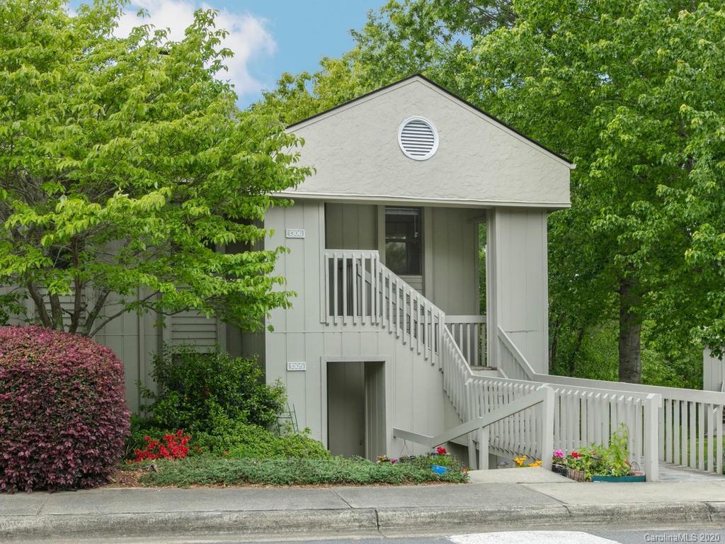 1306 Abbey Circle Asheville NC 28805