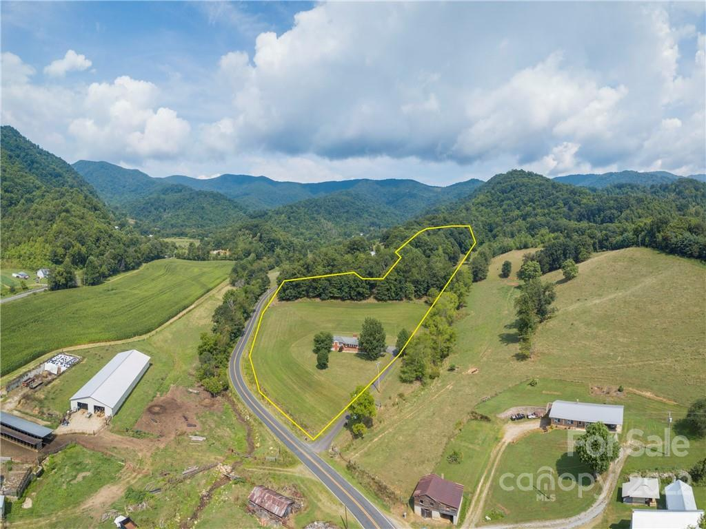 17 Boyd Cove Road Leicester NC 28748