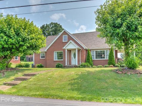 102 Meadow Road Burnsville NC 28714