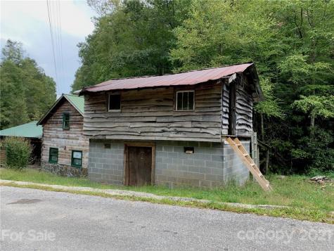 189 Hawkeye Road Burnsville NC 28714