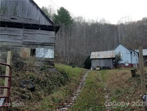 141 Roaring Fork Road Burnsville NC 28714