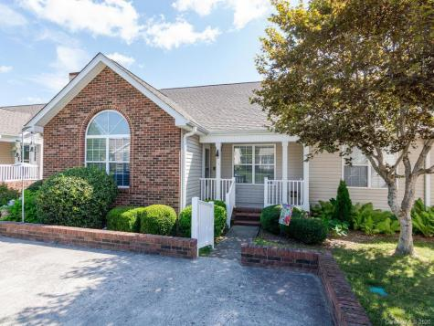 34 N Woodridge View Court Hendersonville NC 28791