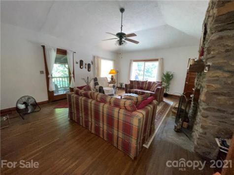 20 Deavermont Circle Asheville NC 28806