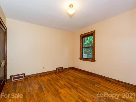 15 Pine Grove Avenue Asheville NC 28801