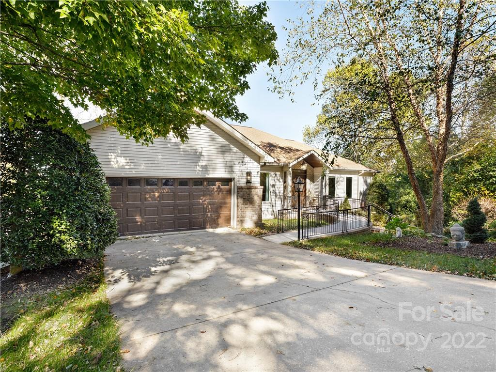 3 Governors Drive Hendersonville NC 28791