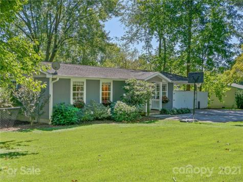 1402 Willow Road Hendersonville NC 28739